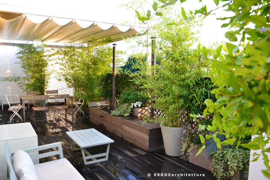 Aperitivo in terrazzo verdearchitettura for Idee per terrazzi fioriti