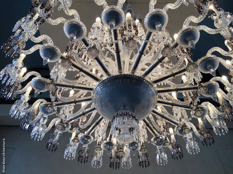 Va_11_baccarat chandelier